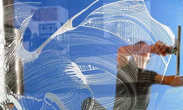 cam temizleme - İş fikri esnaf vitrini cam temizliği